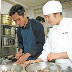 被災地結ぶハラル芋煮 仙台・明成高生とインドネシア…